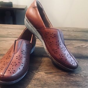 ⭐️CLARKS EVERLAY DAIRYN BROWN LEATHER LOAFERS 8W